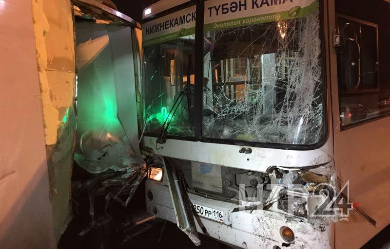 ВНижнекамске столкнулись автобус, две легковушки идве «ГАЗели»