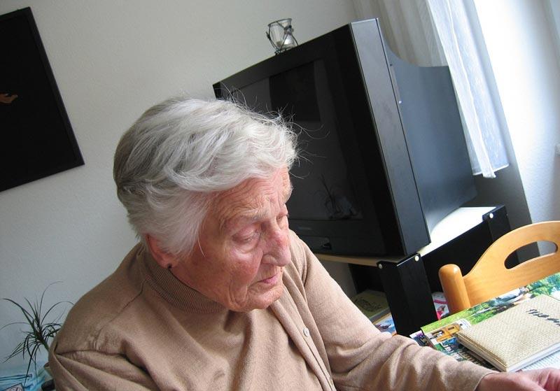 Ученые научились определять болезнь Альцгеймера по капле крови