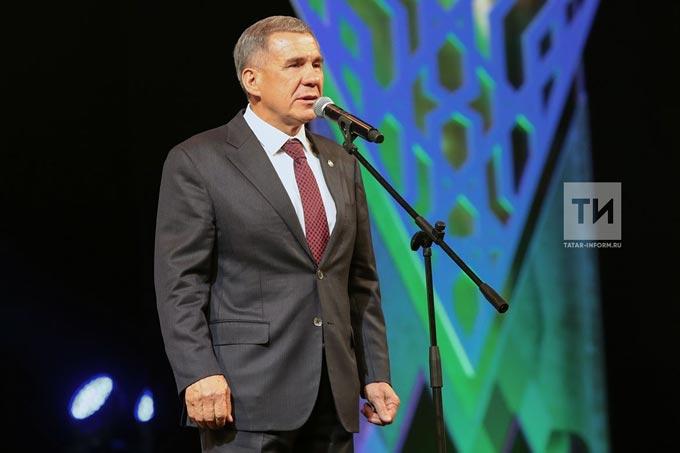 Рустам Минниханов поздравил татарстанцев сДнем родного языка