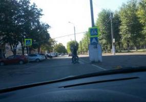 Водитель просит убрать рекламный щит, который угрожает безопасности движения