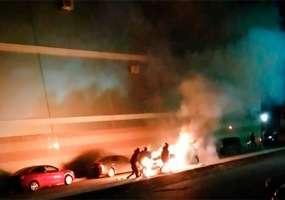 В Нижнекамске около торгового центра сгорела иномарка