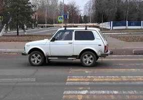 В Нижнекамске легковой автомобиль, промчавшись на «красный», сбил двух пешеходов