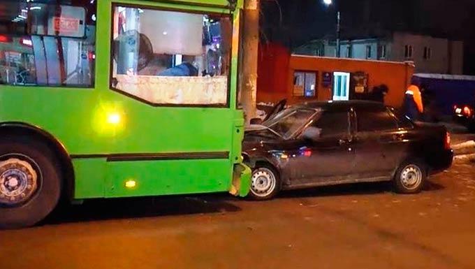 В Татарстане нетрезвая молодая мама угнала автомобиль и попала в ДТП