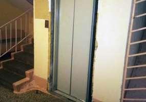 В Нижнекамске рабочий упал в шахту лифта