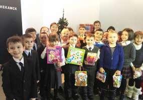 Ученики нижнекамских школ купили подарки для акции «Стань Дедом Морозом!»