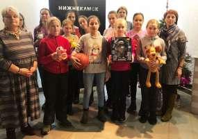 Воспитанники ДЮСШ-1 подарили баскетбольный мяч и другие подарки для акции «Стань Дедом Морозом!»