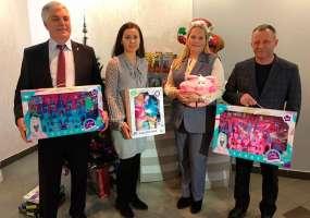 Медики и сотрудники УЗИО передали подарки для акции «Стань Дедом Морозом!»