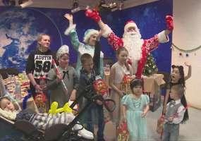 Русфонд устроил детям, которым в этом году собирали деньги на лечение, новогодний утренник