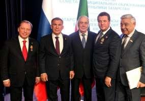 Айдар Метшин получил медаль «За заслуги перед республикой»