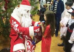 Дед Мороз НТР вручил подарки детям центра «Веста»