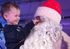 Дед Мороз поздравил детей с Новым годом и вручил подарки в студии телеканала НТР 24