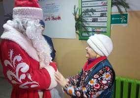 Дед Мороз НТР вручил новогодние подарки пожилым людям «Дома ветеранов»