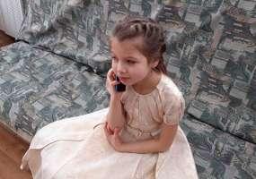 Нижнекамский градоначальник подарил 10-летней Ралине смартфон, чтобы она могла звонить маме в больницу