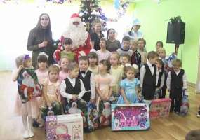 В Нижнекамске новогодние подарки для оказавшихся в трудной ситуации детей собирали всем городом
