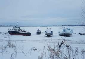 Люди на снегоходах провалились под лед недалеко от Нижнекамска