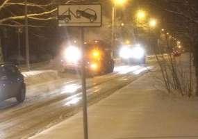 В Нижнекамске после жалоб водителей начали борьбу с ледовым наростом на дорогах