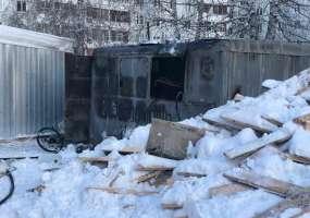 В Нижнекамске около строящегося детсада сгорел строительный вагончик с инструментами