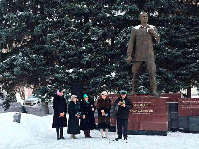 В Нижнекамске прошел митинг в честь 113-летия со дня рождения Мусы Джалиля