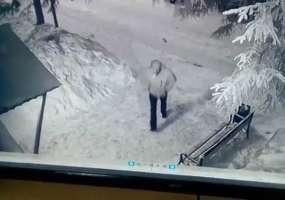 В Нижнекамске неизвестный похитил у нижнекамки сумку с документами, мобильным телефоном и деньгами