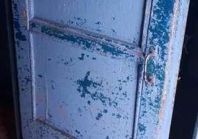 Жильцы дома на ул.Тукая в Нижнекамске не понимают, почему капремонтом обошел стороной их подъезд