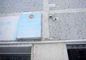 В Нижнекамске полицейские задержали подростков, сорвавших государственные флаги со здания школы