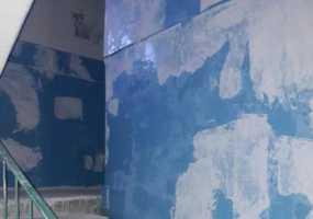 Жительница дома на ул.Сююмбике просит избавить подъезд от невыносимого запаха
