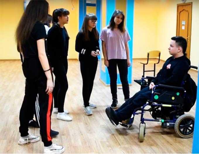 """19-летний """"колясочник"""" из Нижнекамска учит молодежь танцевать"""