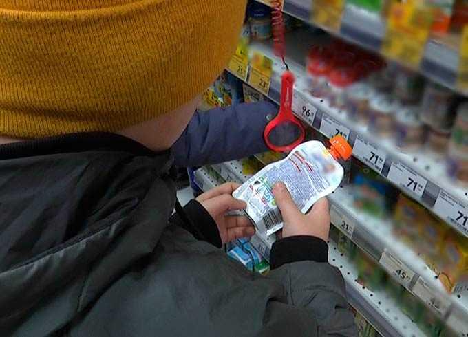 В Нижнекамске юные активисты ищут просроченный товар в магазинах