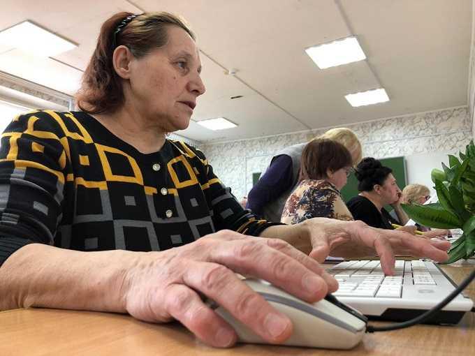 В Нижнекамске пенсионеры показали знания в компьютерном многоборье