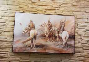 В Нижнекамске проходит выставка картин «Путешествие во времени»
