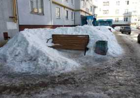 """""""Мы устали падать!"""" - жительница Нижнекамска рассказала о своем заледеневшем дворе"""