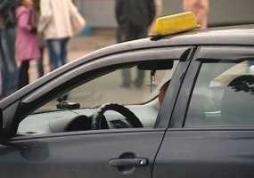 В Нижнекамске таксиста наказали за найденный телефон
