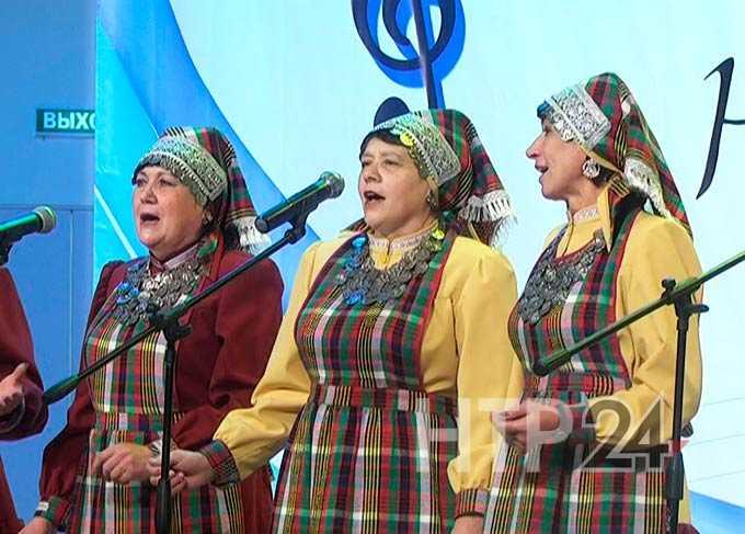 Нижнекамские ветераны показали, как песня объединяет людей