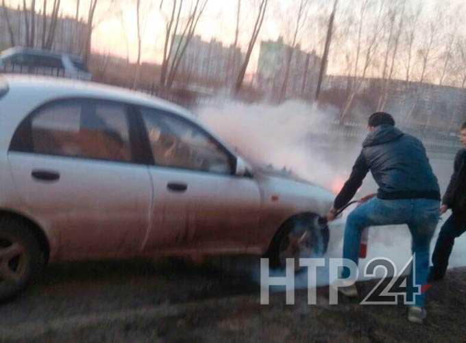 В Нижнекамске у водителя во время движения загорелся автомобиль