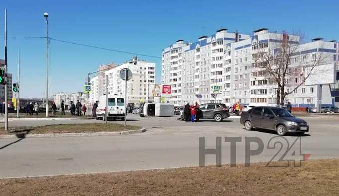 """В Нижнекамске из-за выехавшей на """"красный"""" автомашины произошло ДТП"""