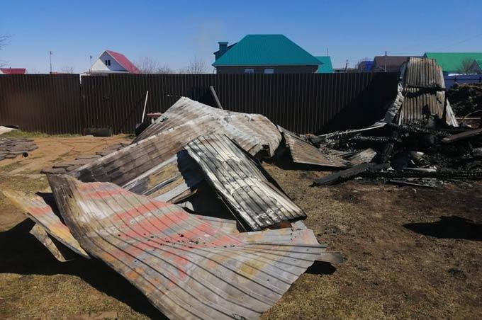 Пожар уничтожил баню и сарай в деревне Хутор Минькино под Нижнекамском