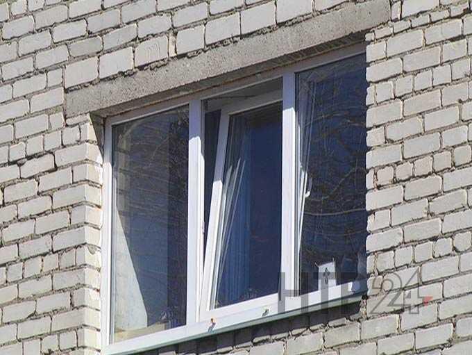 Двухлетний ребенок, выпавший из окна в Нижнекамске, умер, не приходя в сознание