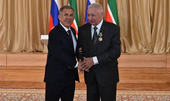 Экс-глава Нижнекамска получил орден из рук Рустама Минниханова