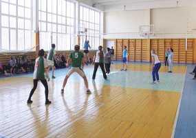 В Нижнекамске выявился победитель чемпионата по волейболу среди школьных учителей