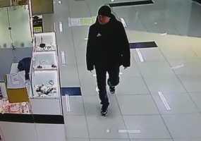 В Нижнекамске мужчина украл из салона, где продают товары для сна, мобильный телефон