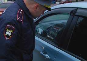 В Нижнекамске сотрудники ГИБДД за час проверили 100 водителей и выявили 35 нарушений