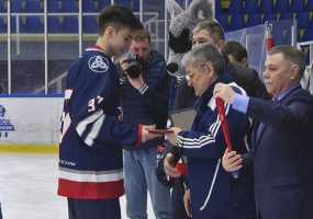 У хоккейной команды «Нефтехимик-2002» выпускной прошел на арене ледового дворца