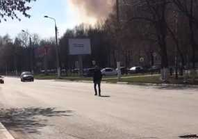 В Нижнекамске мужчина мешал автолюбителям, шагая про проезжей части