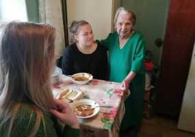 В Нижнекамске волонтеры наводят порядок в квартирах пожилых людей Дома ветеранов