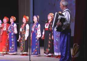 В Нижнекамске во время пасхального концерта пели старинные песни и катали яйца