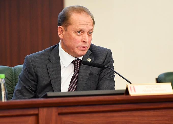 Мэр Нижнекамска Айдар Метшин в 2018 году заработал в 10 раз меньше собственной супруги