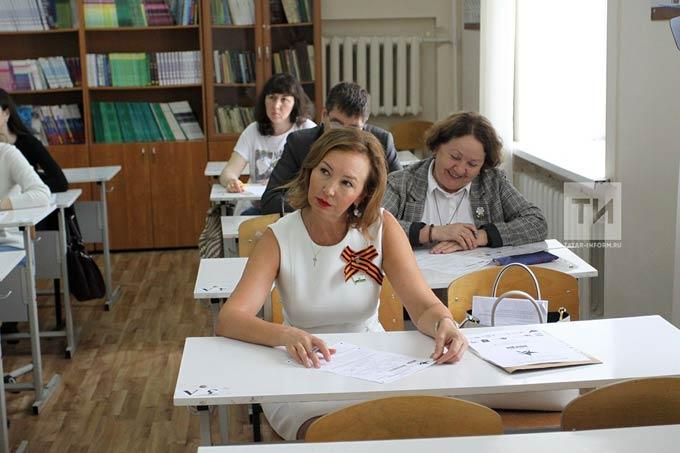Руководители Госсовета РТ проверили свое знание истории на «Диктанте Победы»
