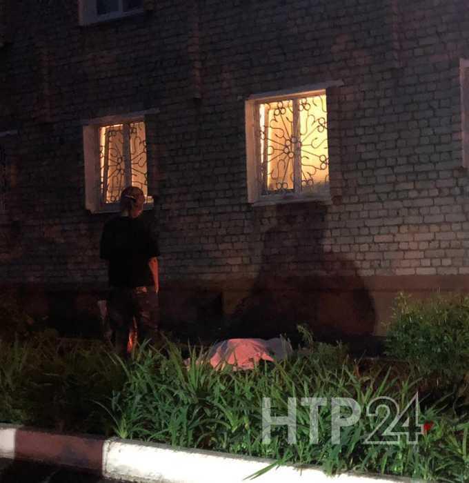 В Нижнекамске из окна высотки выпала женщина