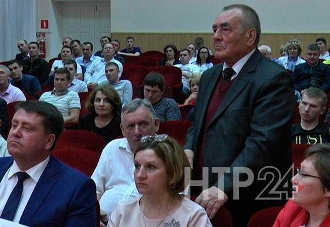 Общественность Нижнекамска приняла участие в «зеленых» слушаниях, во время которых обсуждалось строительство нового завода