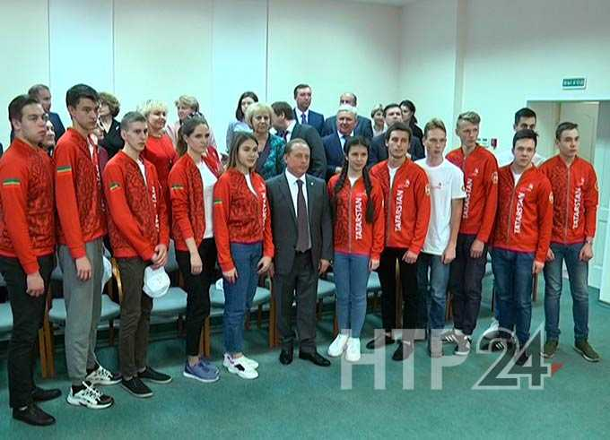 Мэр Нижнекамска напутствовал молодежь на победу в WorldSkills